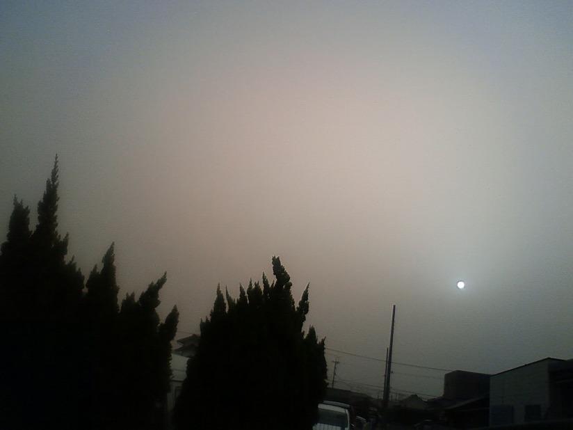 黄砂の中の太陽